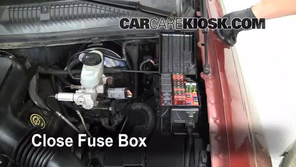 replace a fuse 1998 2011 lincoln town car 1999 lincoln town car 6 replace cover secure the cover and test component