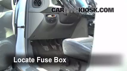 interior fuse box location 2001 2006 hyundai santa fe 2001 locate interior fuse box and remove cover