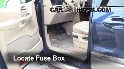 ubicación de caja de fusibles interior en ford windstar 1999 2003 locate interior fuse box and remove cover