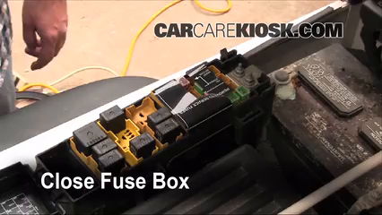 replace a fuse 1997 2006 jeep wrangler 2006 jeep wrangler 6 replace cover secure the cover and test component