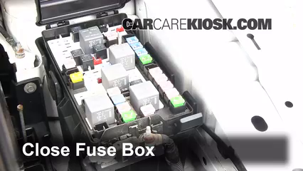 replace a fuse 2007 2015 lincoln mkx 2007 lincoln mkx 3 5l v6 6 replace cover secure the cover and test component