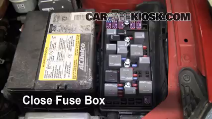 2007 Pontiac G6 3.5L V6%2FFuse Engine Part 2 replace a fuse 2005 2010 pontiac g6 2007 pontiac g6 3 5l v6,06 Pontiac G6 Fuse Box Location