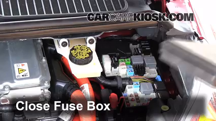 replace a fuse 2013 2016 ford c max 2013 ford c max hybrid sel 6 replace cover secure the cover and test component